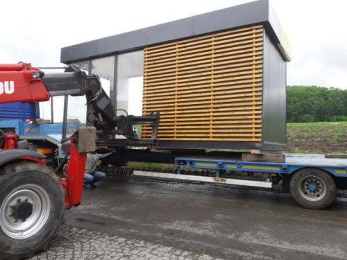 Transport pawilonów handlowych wózkiem widłowym i hds